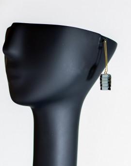 Pendientes largos de latón y vidrio en color negro