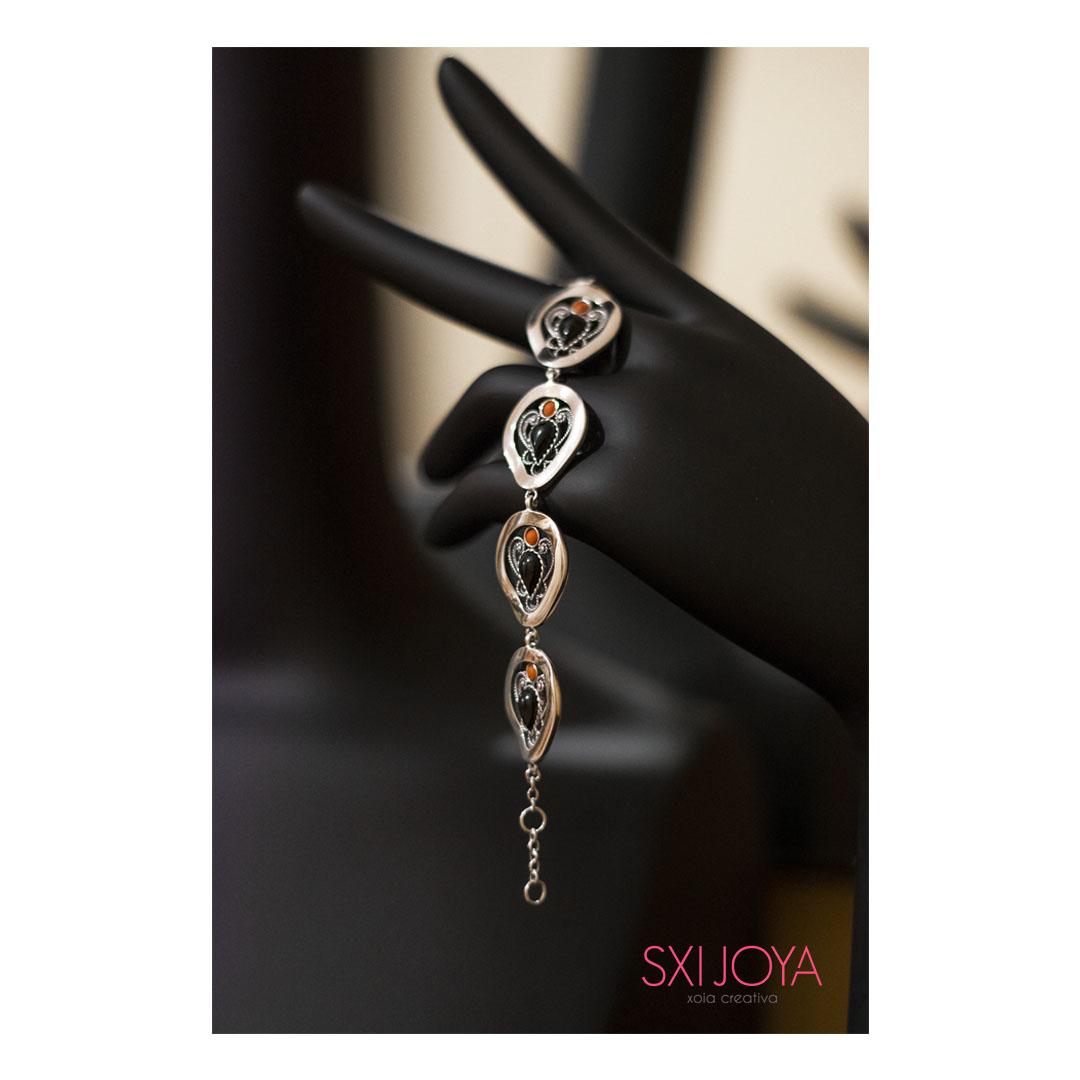 Pulsera de plata y azabache, joyería gallega